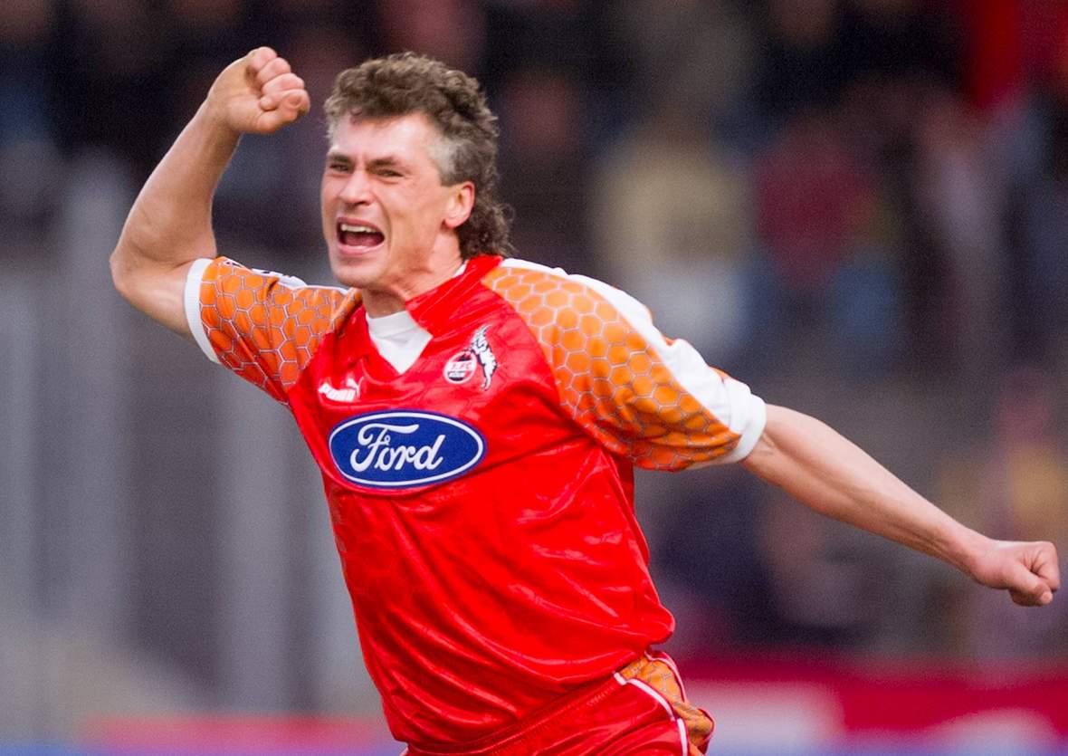 Toni Polster nach einem Torerfolg für Köln.