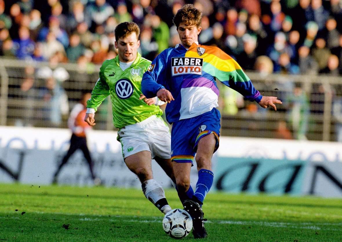 Kai Michalke gegen Wolfsburgs Waldemar Kryger.