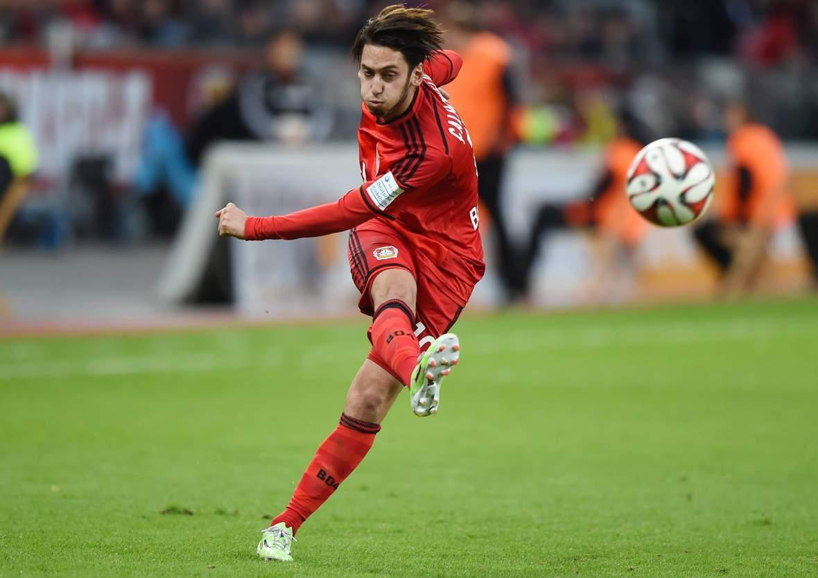 Bei seiner Königsdisziplin: Hakan Calhanoglu. Jetzt auf Leverkusen gegen Lazio wetten.