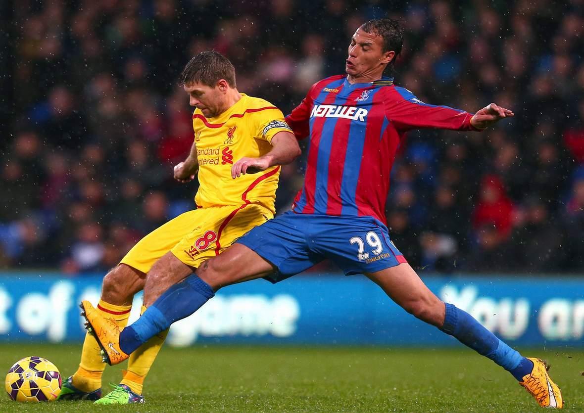 Behauptet sich Gerrard gegen Chamakh? Jetzt auf Liverpool gegen Crystal Palace wetten