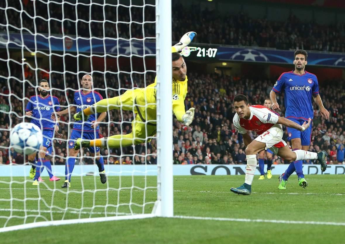 Trifft Sanchez wieder gegen Roberto? Unser Tipp: Arsenal gewinnt gegen Piräus
