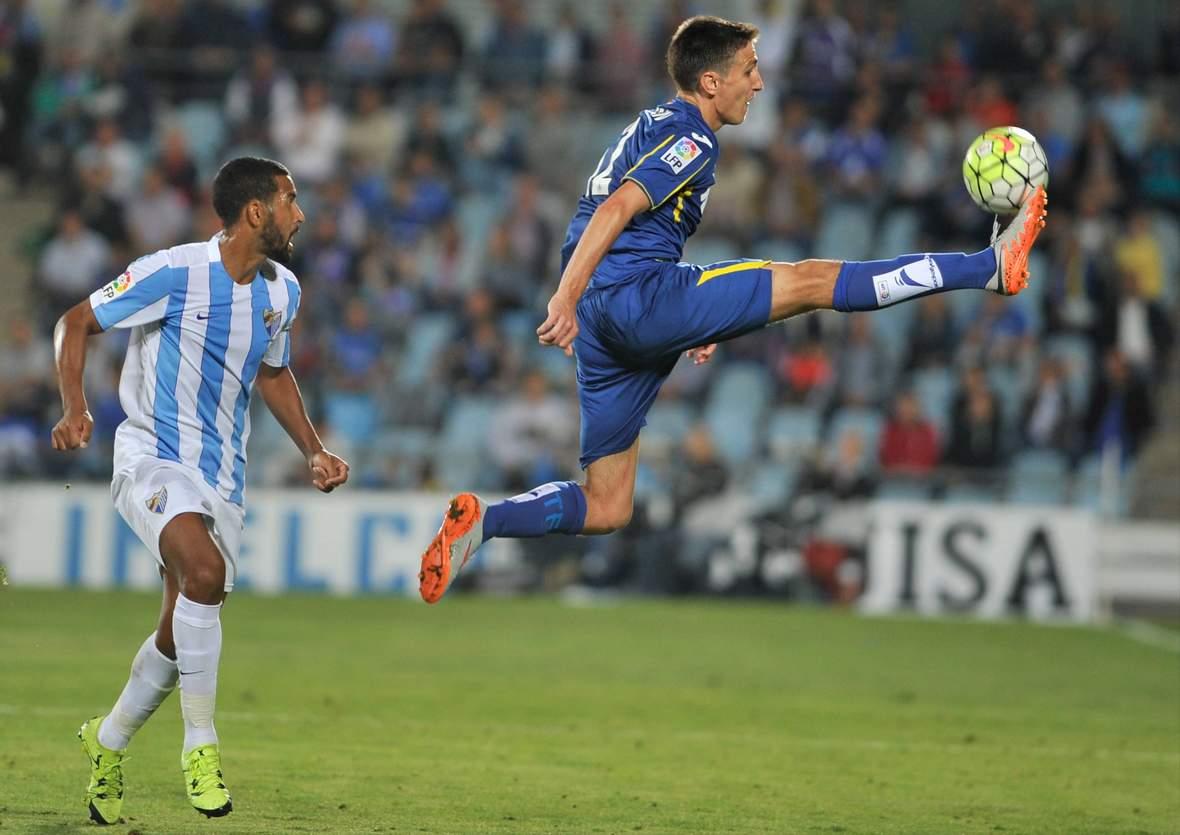 Stefan Scepovic mit artistischer Ballannahme. Unser Tipp: Malaga gewinnt gegen Getafe.