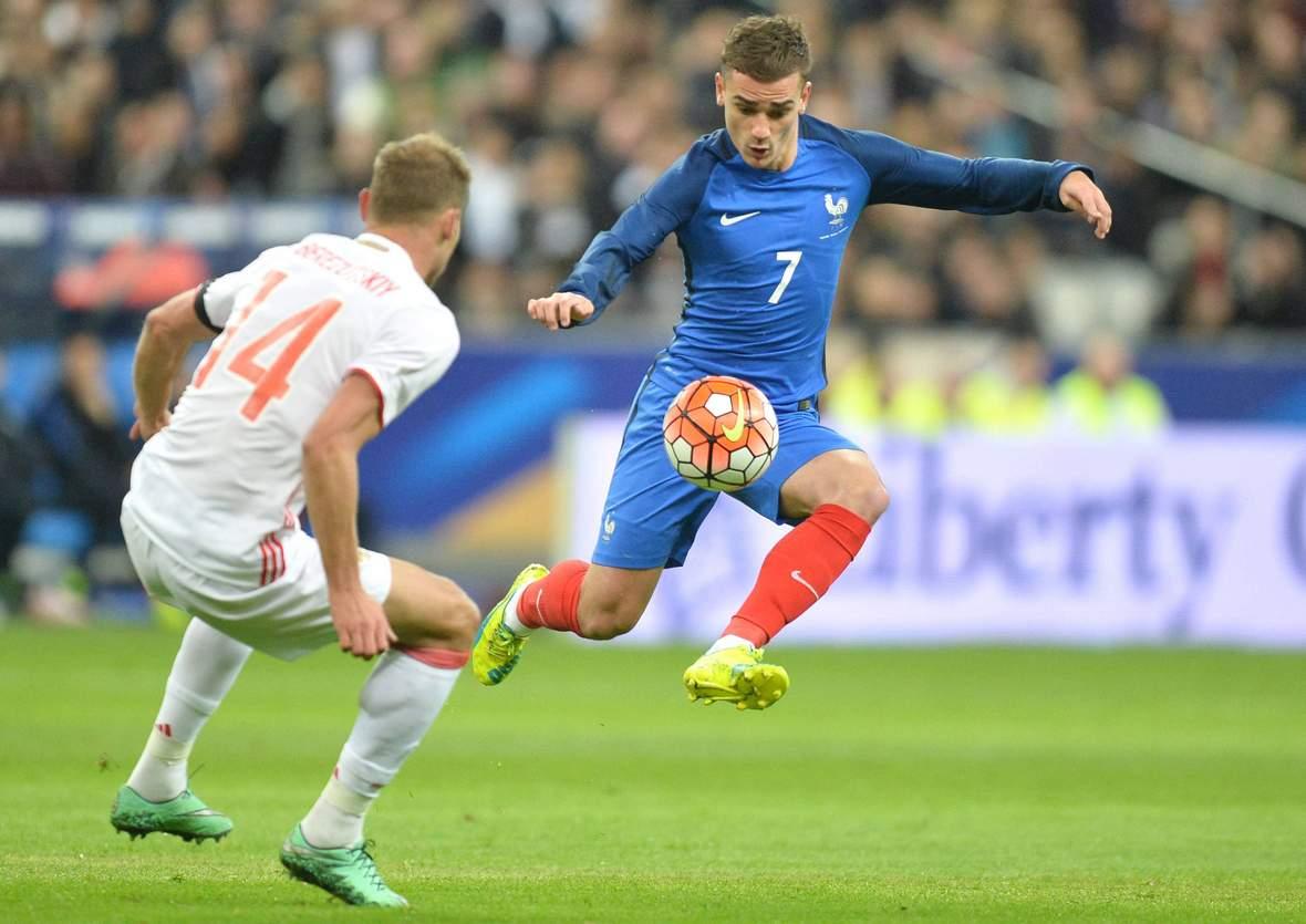Antoine Griezmann bei der Ballannahme. Unser Tipp: Frankreich gewinnt gegen Rumänien.