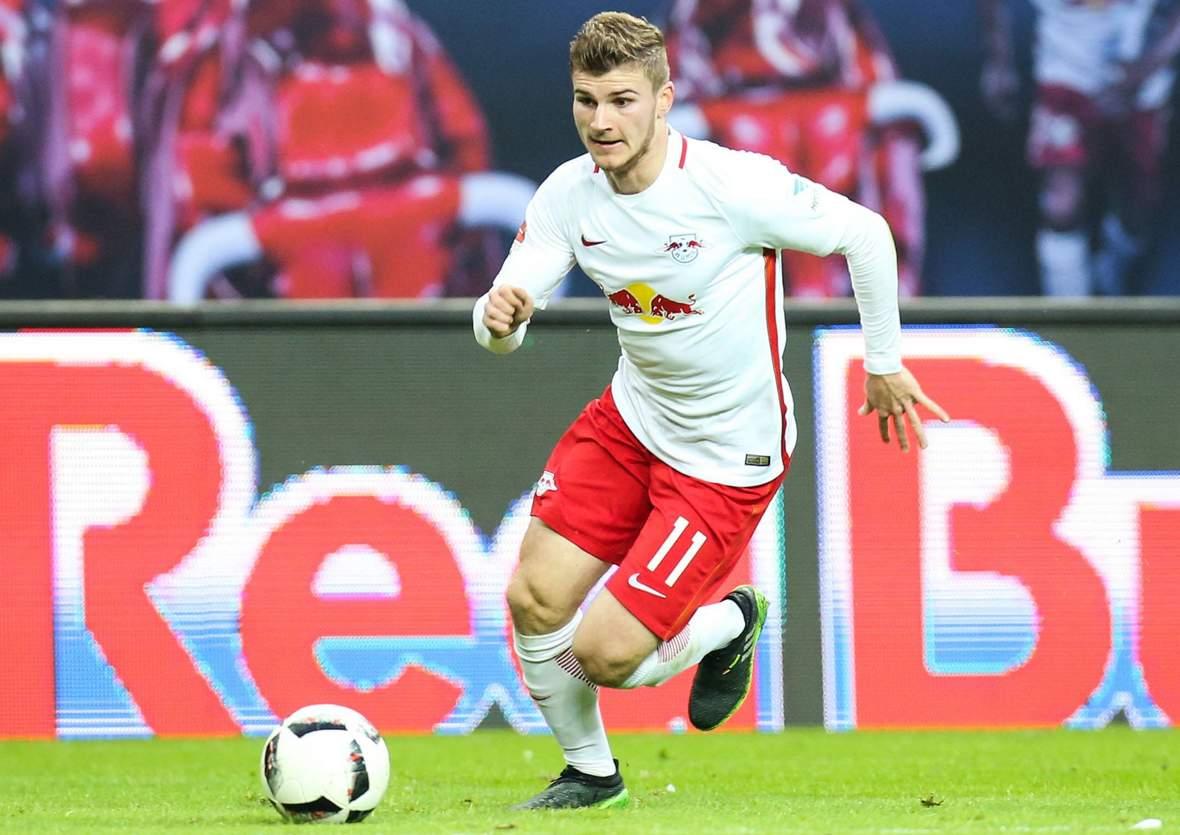 Timo Werner im Dribbling. Jetzt auf Leverkusen gegen Leipzig wetten!